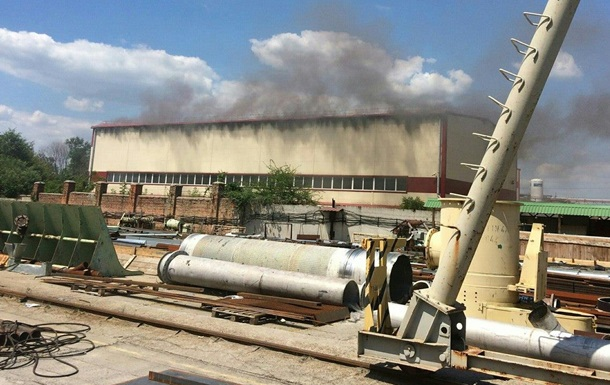В Днепре загорелся завод