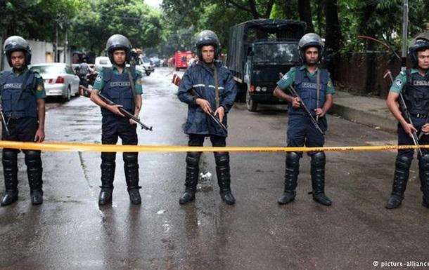5 человек пострадали при взрыве бомбы вБангладеш