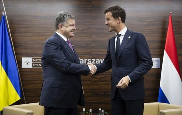 Порошенко в Варшаве призвал Голландию одобрить СА