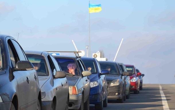 На КПП в Донбассе скопились полтысячи авто