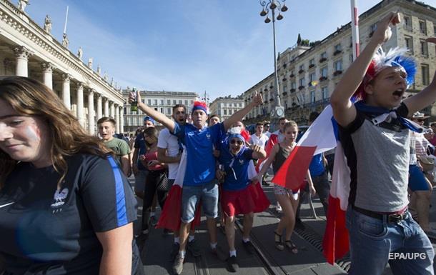 Перед финалом Евро-2016 полиция применила слезоточивый газ