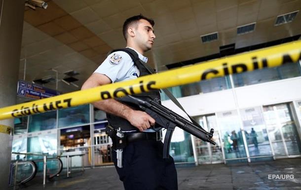 В Турции подросток застрелил трех полицейских