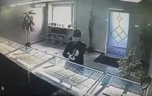 На Луганщине вооруженный мужчина ограбил ювелирный магазин