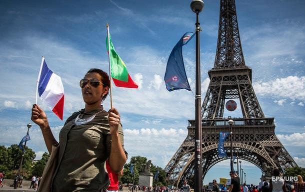 Эйфелеву башню закрыли из-за беспорядков после финала Евро