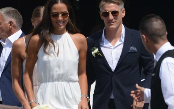 Капитан сборной Германии по футболу женился на известной теннисистке