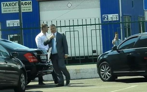 Кортеж Авакова занял парковку для инвалидов