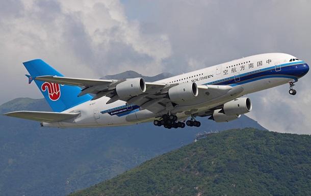 Лайнеры Китая слетали на спорный риф вопреки Гааге