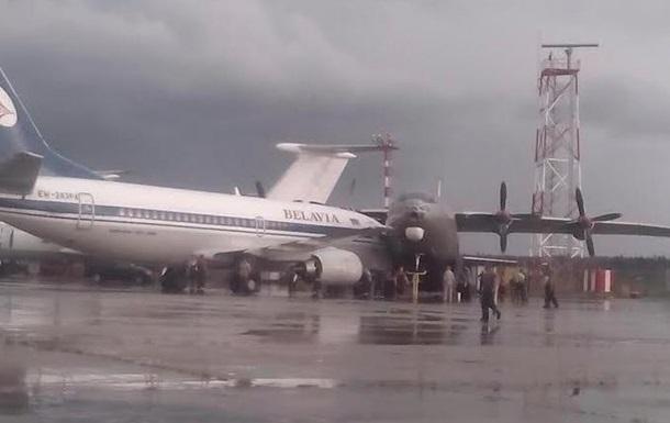 В минском аэропорту столкнулись самолеты
