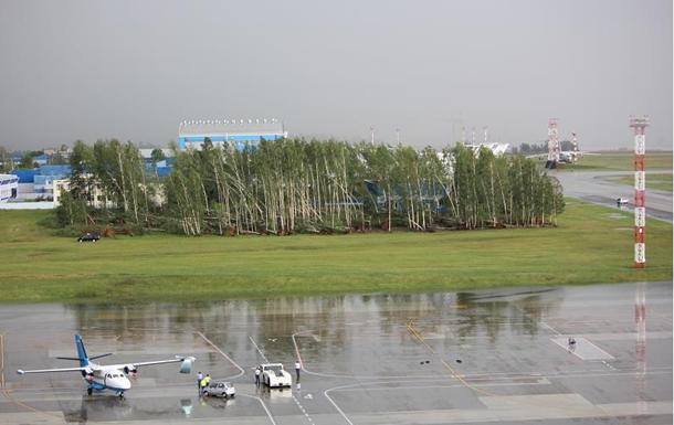 Циклон сломал ваэропорту Минска восемь самолетов