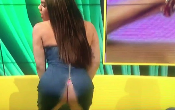 У танцовщицы лопнуло платье в прямом эфире