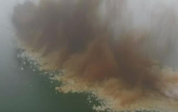В Китае взорвали четырехкилометровую дамбу