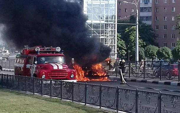 В Харькове на ходу загорелся цементовоз