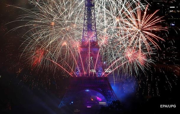 У Эйфелевой башни в Париже произошел пожар