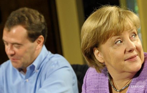 Медведев и Меркель обсудили выполнение минских договоренностей