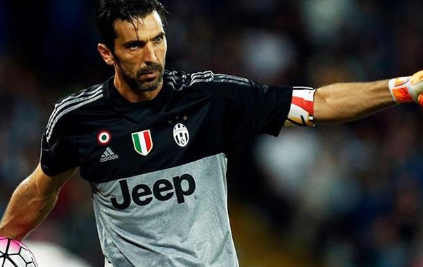 Легендарный итальянский вратарь сыграл в футбол с дворовыми пацанами
