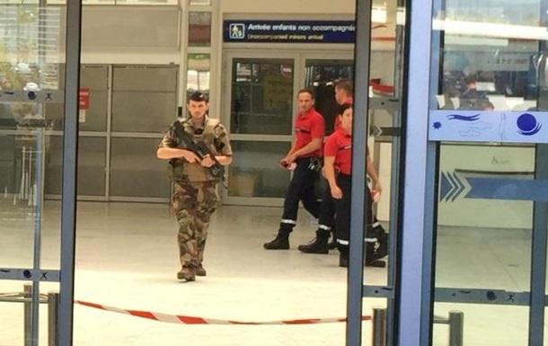 Аэропорт Ниццы эвакуировали из-за пакета
