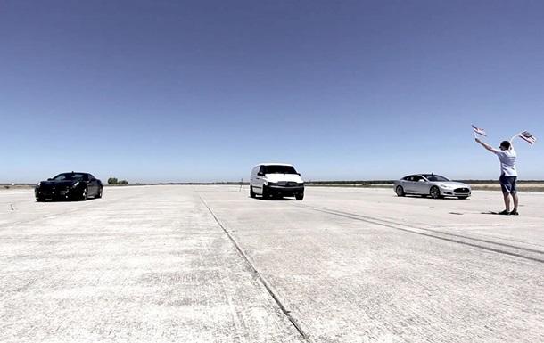 Новый  электровэн  обогнал Tesla и Ferrari