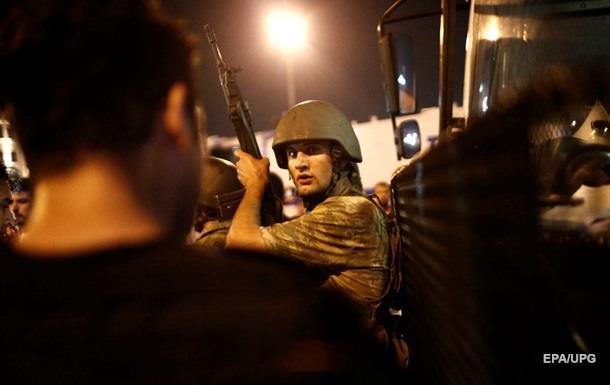 Переворот в Турции: задержаны более 750 военных