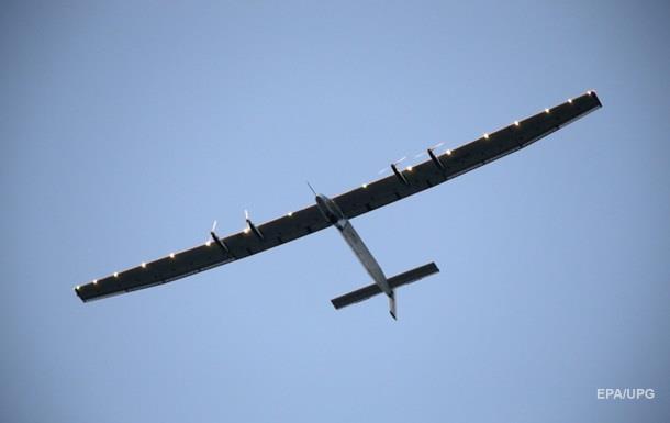 Самолет на солнечных батареях приостановил полет вокруг света