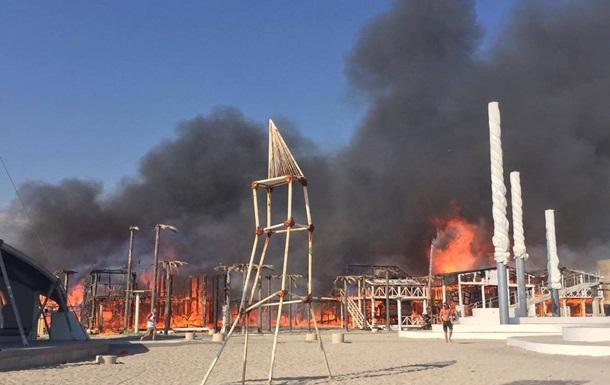 В Крыму сгорели постройки фестиваля Казантип