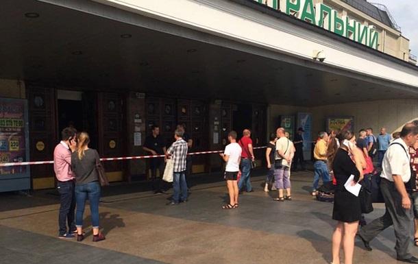 В Киеве  заминировали  Дарницкий вокзал