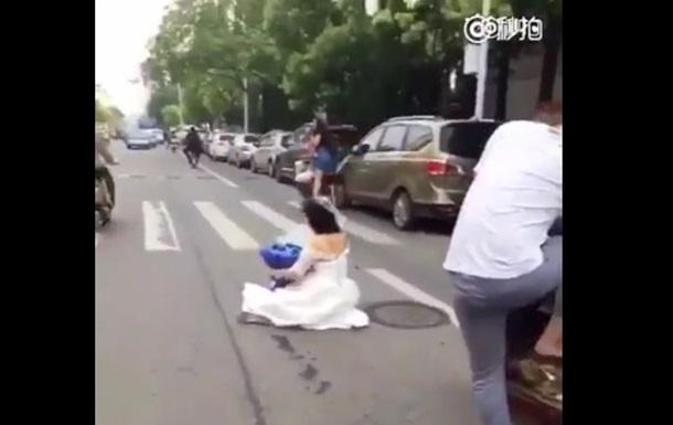 Сеть рассмешил жених на скутере, потерявший невесту