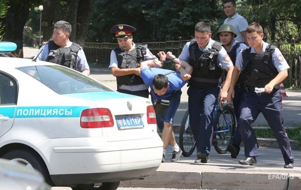 Уличные бои. Что происходит в Казахстане и Армении