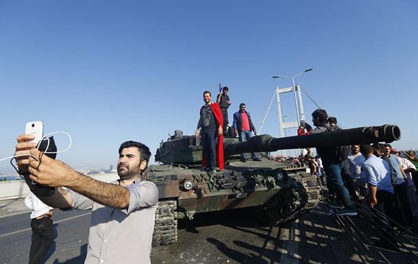 В Турции отменили отпуск миллионам госслужащих