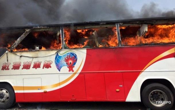 ДТП с автобусом на Тайване: 26 погибших