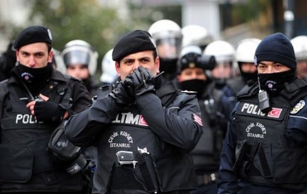 В Турции растреляли пост полиции: есть раненые