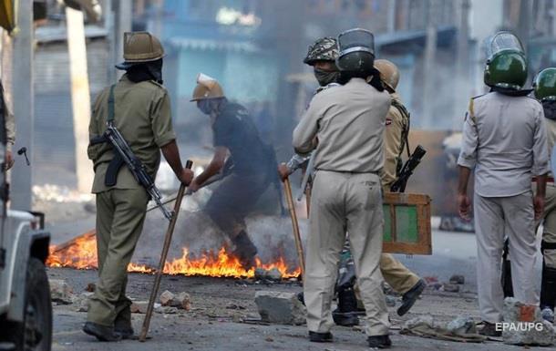 Беспорядки в индийском Кашмире: десятки погибших
