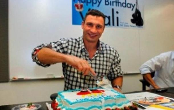 Мэр-патриот Кличко празднует своей юбилей в США. На родине?