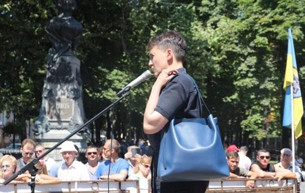 Савченко в Одессе пытались закидать яйцами