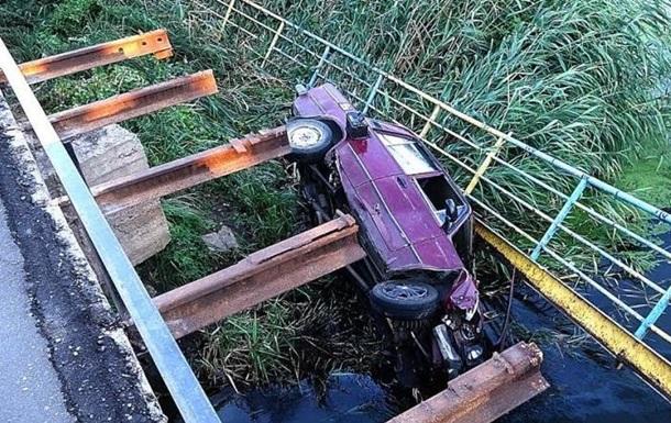 В Мариуполе авто военных упало с моста в реку