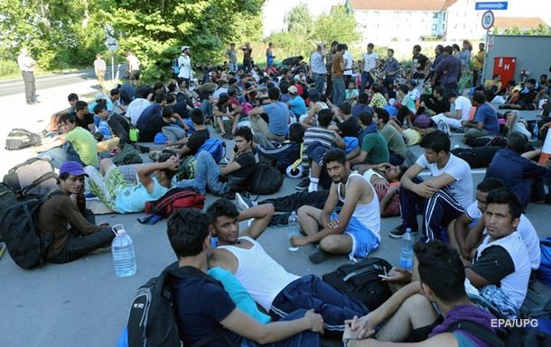 На границе с Венгрией 300 беженцев устроили голодовку
