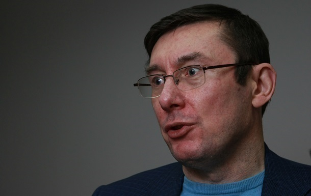 Луценко показал свою  анкету добропорядочности