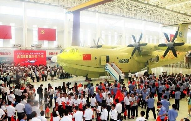 В Китае представили крупнейший в мире гидросамолет