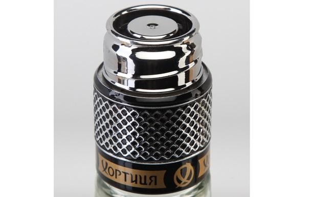 Дозатор с серебряным эффектом металлизации применяется для водки из Украины
