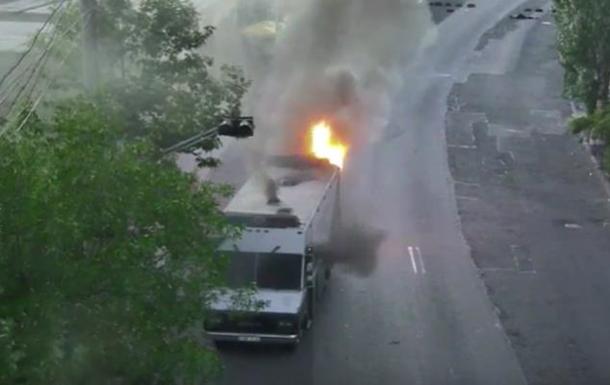 В Ереване сожгли еще один автомобиль полиции