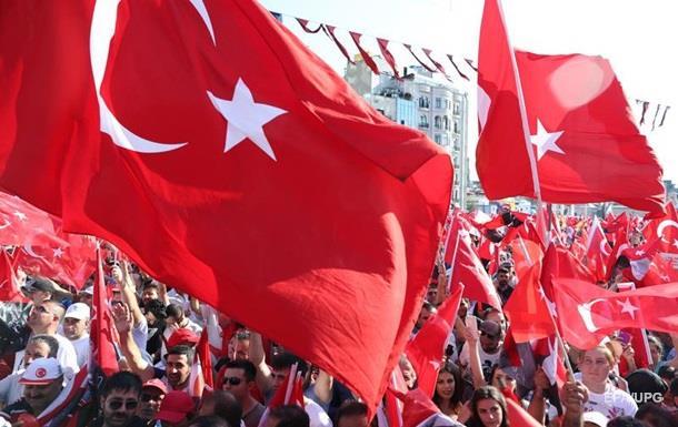 США вывозят семьи дипломатов из Турции