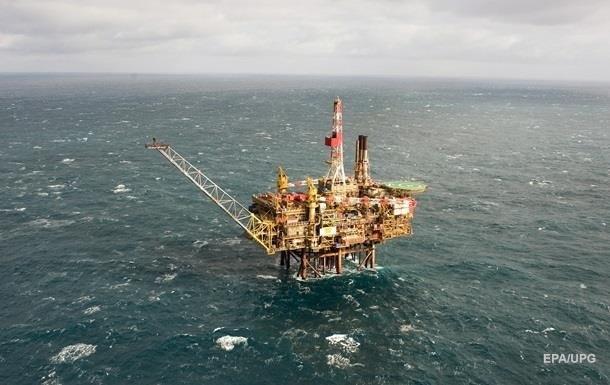 Нефть торгуется около 44 долларов