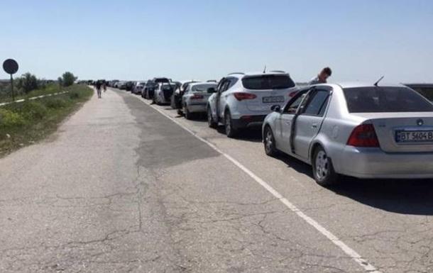 Украинских пограничников обвинили в пробках на выезде из Крыма