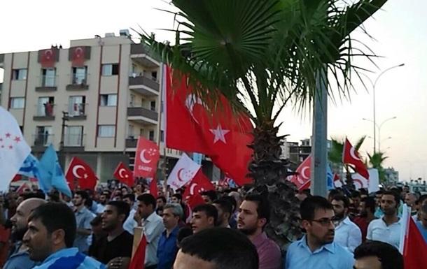 Возле базы НАТО Інджірлік в Турции продолжаются протесты