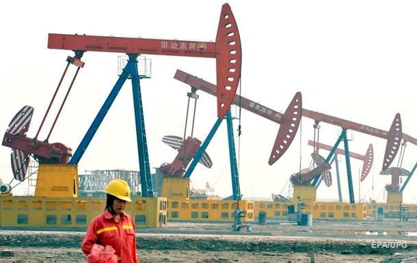 Цена нефти Brent упала до $42 впервые с апреля