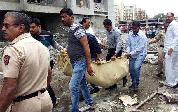 В Индии обрушилось здание: дев пятеро погибших
