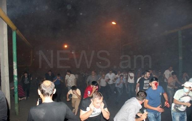 Столкновения в Ереване: более 100 задержанных