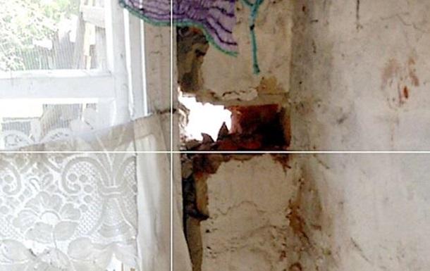 Марьинка попала под обстрел: повреждены дома