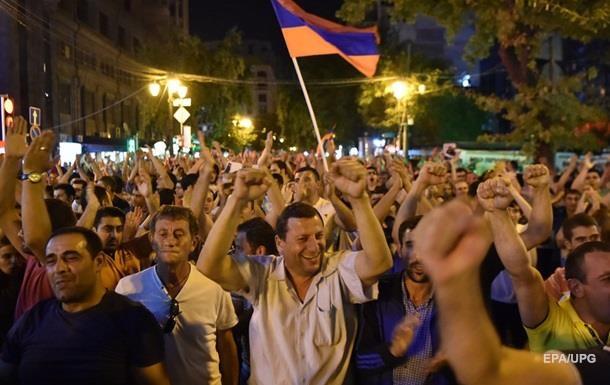 В Ереване вновь проходит митинг оппозиции