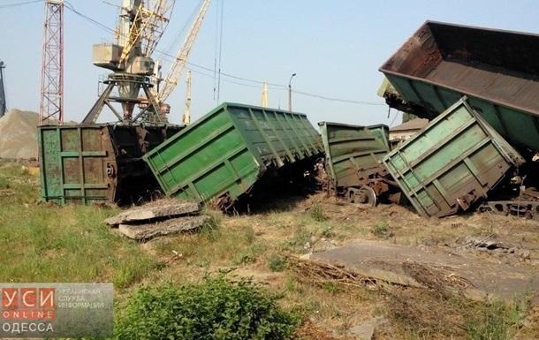 В Ильичевском рыбпорту столкнулись поезда: есть пострадавшие
