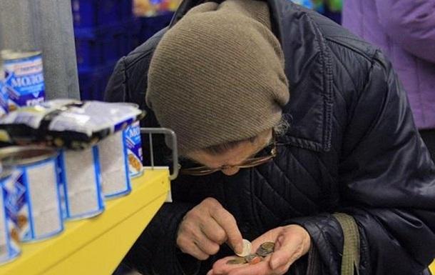 Пенсионерам с Донбасса – дырка от бублика вместо пенсий, а украинской армии – но